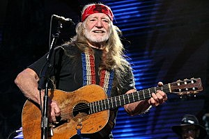 Willie Nelson Has to Sing in Court As Part of Pot Plea Bargain Deal