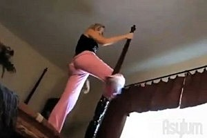 10 Epic Pole Dancing Disasters [VIDEO]